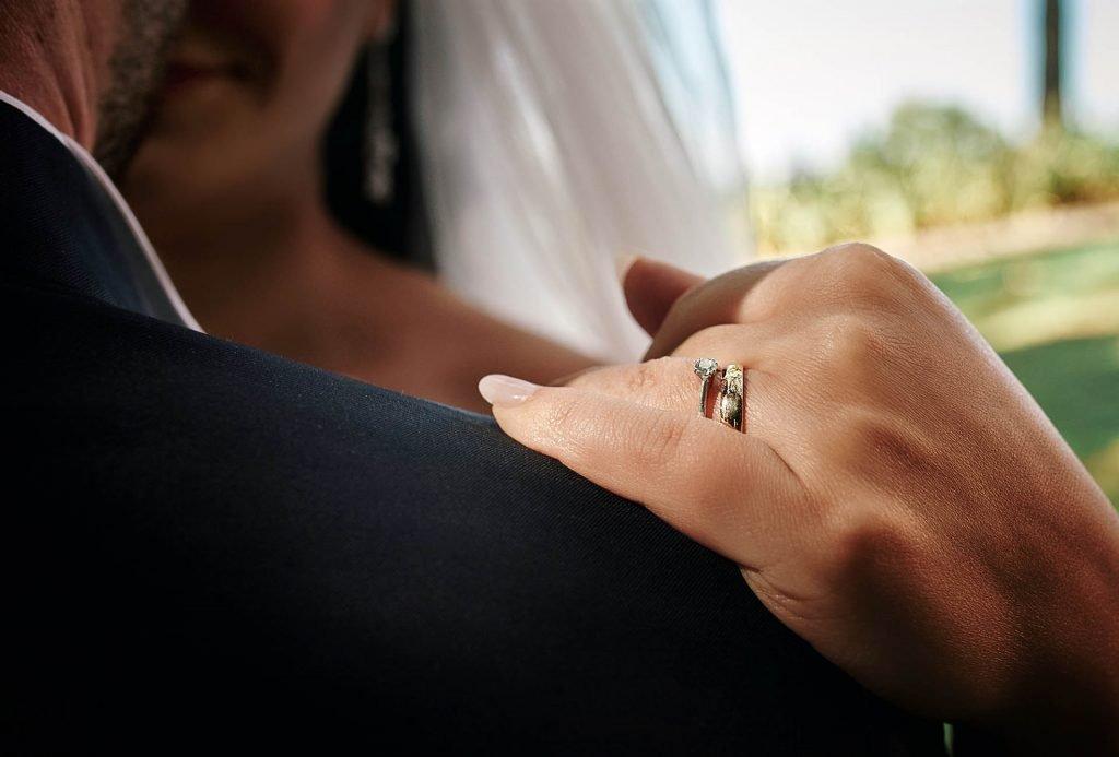 Fotografo Matrimonio Cava dei Tirreni 7 Fedi nuziali, simbolo di una promessa d'amore: tradizionali o originali?